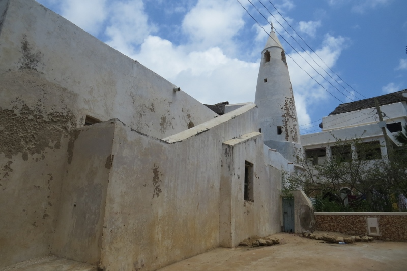 The 1829 Friday mosque in Shela today - notice the electricity power lines above that are nowhere in the 1960s picture. Copyright Rupi Mangat