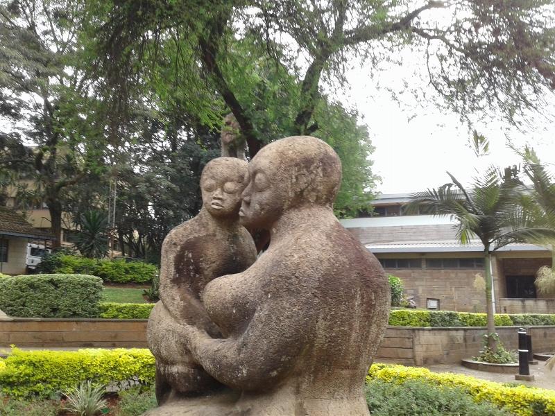 Mother and Child by Francis Nnaggenda at Nairobi Museum copyright Rupi Mangat (800x600)