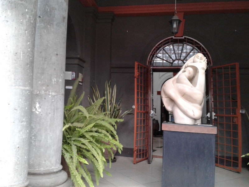 Stone soap sculture by Elkana Ongesa at Nairobi Gallery - copyright Rupi Mangat (800x600)