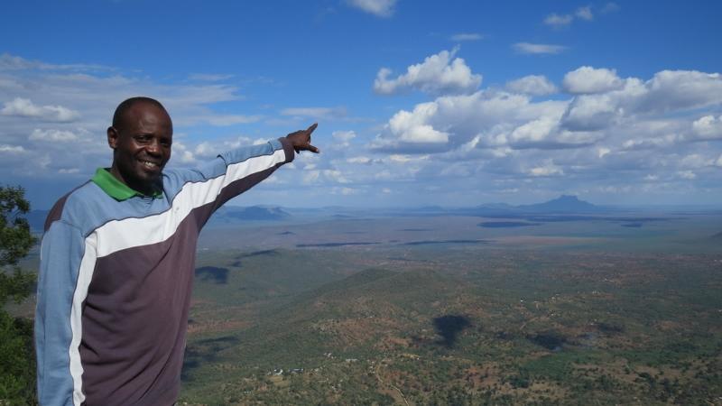 Mkombola on Mwachora loking at Kasiau on the plains of Taita Copyright Rupi Mangat (800x450)