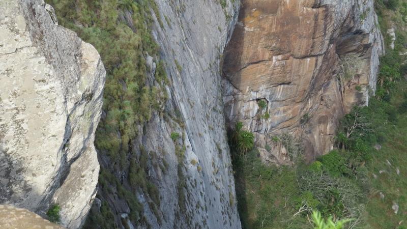 Mwachora cliff face - a long fall down Copyright Rupi Mangat (800x450)