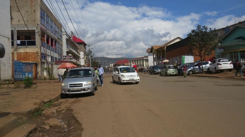 Bukavo town on Lake Kivu - Copyright Rupi Mangat (800x450)