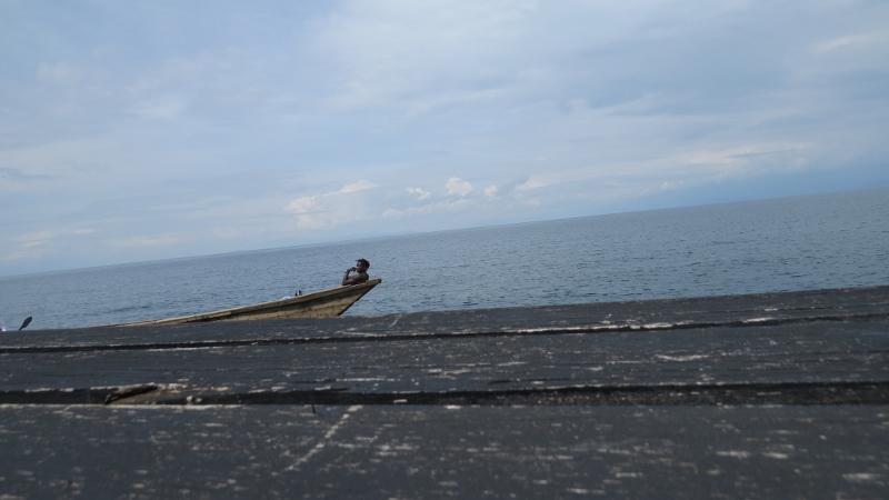Local Congolese fisher on Lake Kivu at Goma.. Copyright Rupi Mangat (800x450)