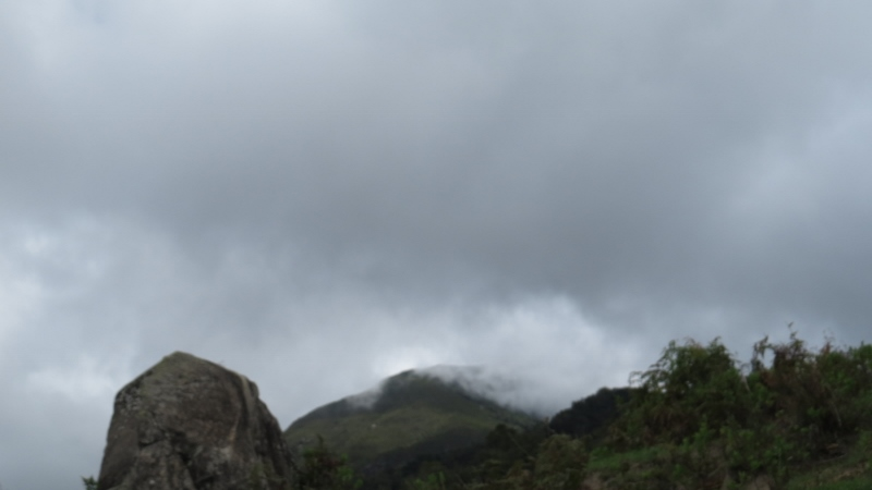 Clouds racing to cover peak of Mt Mtelo. Copyright Rupi Mangat (800x450)