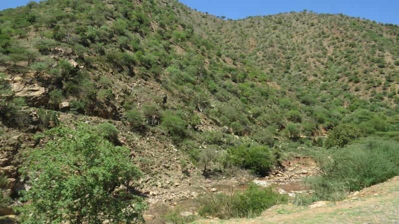 Moruny River between Sekerr and Cheragnani Hills flows through Marich Pass. Copyright Rupi Mangat (800x450)