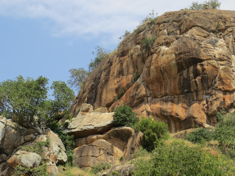 Close up of the cliff face of Lukenya belonging to the Mountain Club of Kenya. Copyright Rupi Mangat one time use only (800x600)