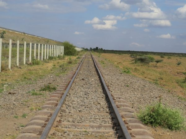 The old and the new at Lisa Ranch. The SGR and the century-plus railway line. Copyright Rupi Mangat (800x600)