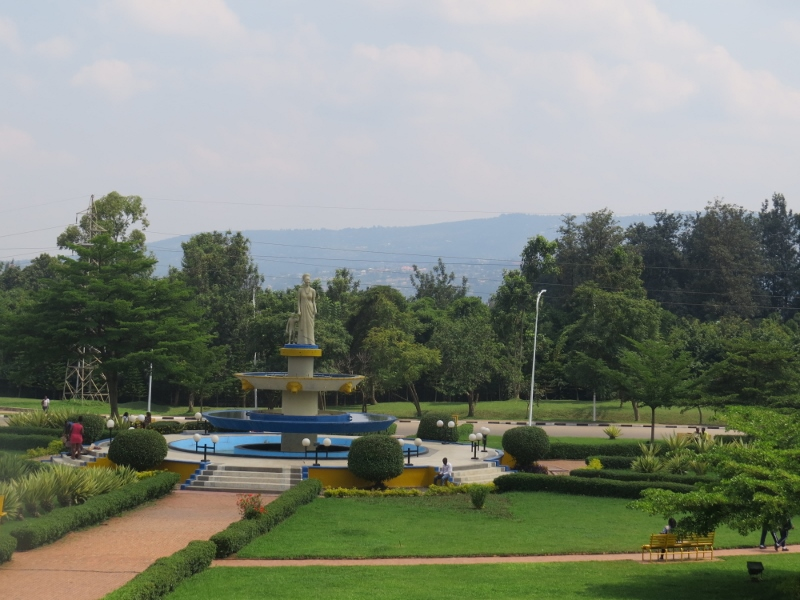The roundabout between Kigal Height and Kigali Convention Centre of Rwandan woman and childi. Copyright Rupi Mangat. One time use only (800x600)