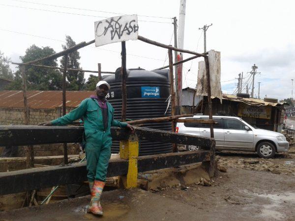 Daniel Ndungu by his car wash in Korogocho slum, Nairobi. Copyright Rupi Mangat (800x600)