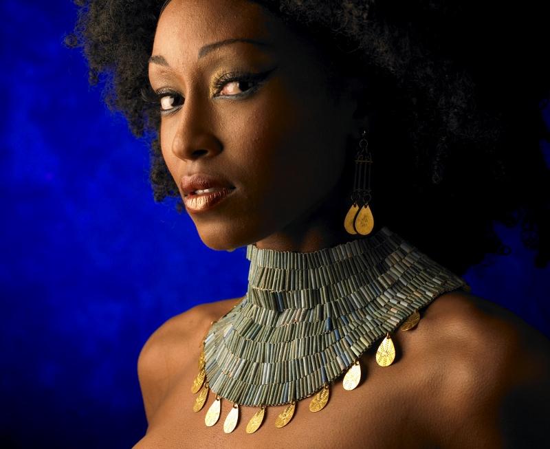 Faience bead necklace. Copyright Alan Donovan (800x653)