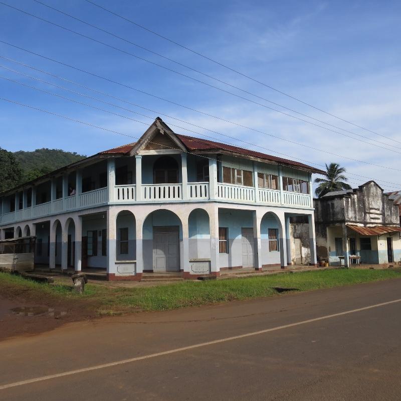 A stately house in old Korogwe Tanzania. Copyright Rupi Mangat (800x800)