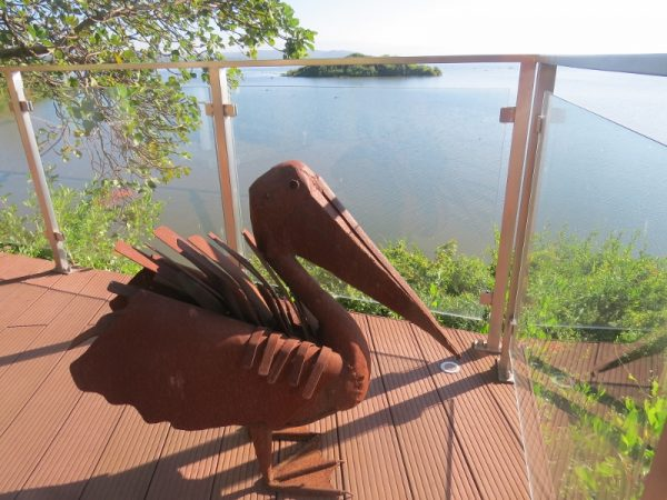 Scrap metal pelican by famous artist Kioko Mwitiki on deck of Ziwani House. Copyright Rupi Mangat (800x600)