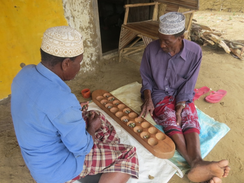 Pokomo men busy at bao in Ozi, Tana Delta Copright Rupi Mangat. One time use only (800x600)