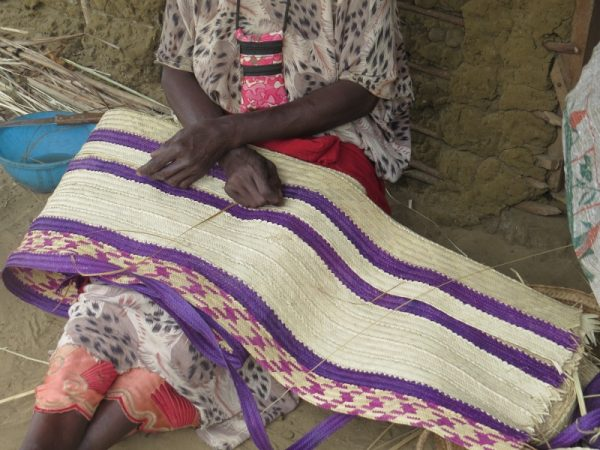 Pokomo woman weaving palm fron makeka at Ozi, Tana Delta Copright Rupi Mangat. One time use only (800x600)